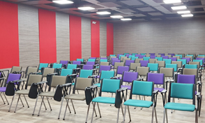 Auditorio del Edificio anexo a Mecánica y La Julita, espacios modernos y flexibles