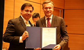 Embajador de Francia visita la UTP