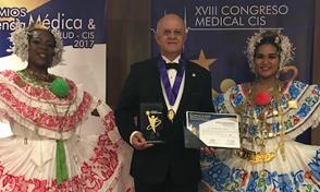 Premio Internacional a la excelencia médica a docente de la UTP