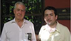 Mario_Vargas_Llosa_y_Giovanni_Gomez_3.jpg